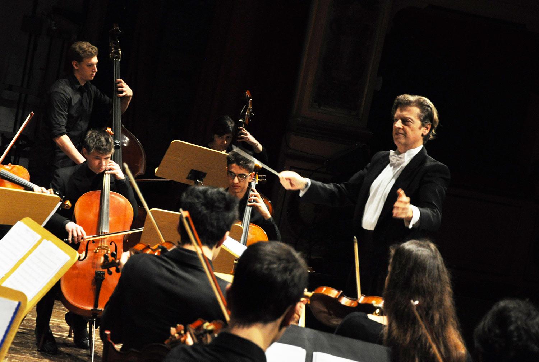 direttore d'orchestra italiano michele mangani