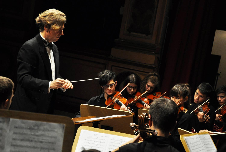 michele mangani direttore d'orchestra